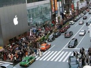 Massive line for the iPhone 6 in New York City